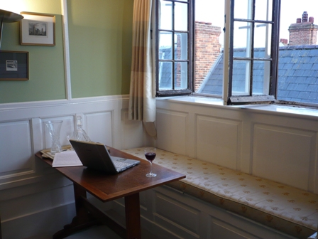 Room and desk in Pembroke